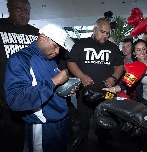 Floyd Mayweather signs autographs at MGM Grand in Las Vegas