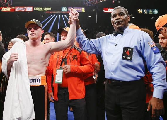 Canelo Alvarez won a close split-decision victory over Erislandy Lara