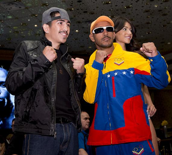 Leo Santa Cruz and  Alexander Munoz