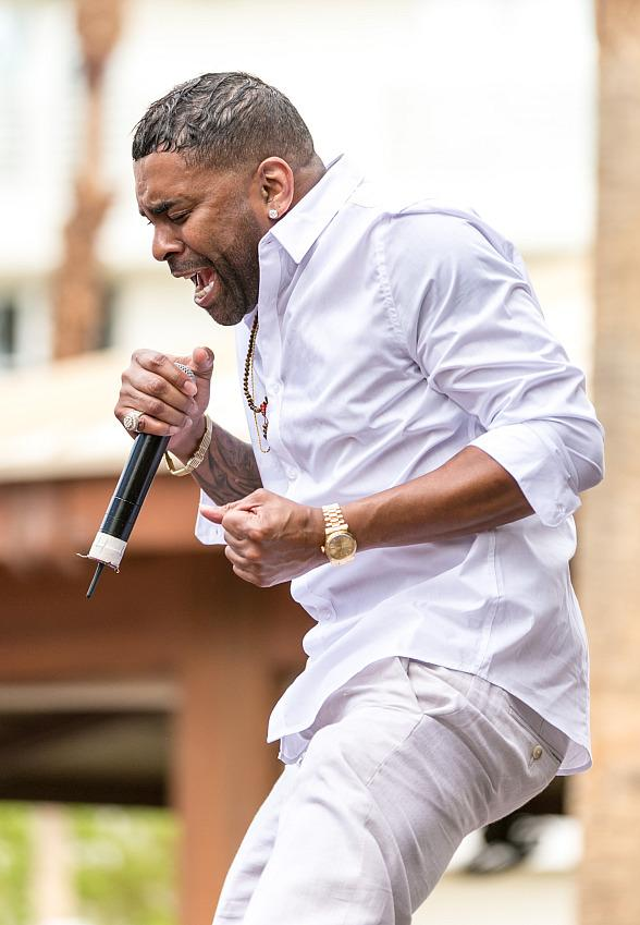 Ginuwine Performs at Rehab Beach Club at Hard Rock Hotel Las Vegas; Floyd Mayweather in Audience
