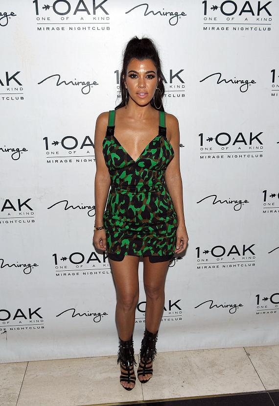 Kourtney Kardashian arrives at 1 OAK