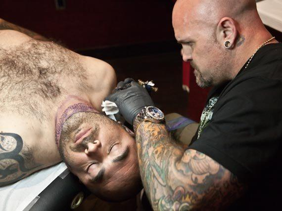 Aaron Lewis of Staind Gets Tattooed at Hart & Huntington Tattoo Co.