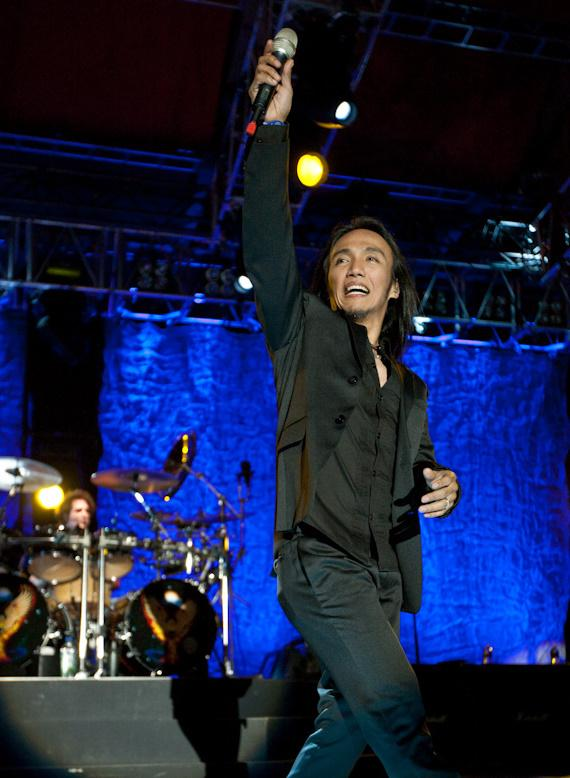 Journey performs at M Resort