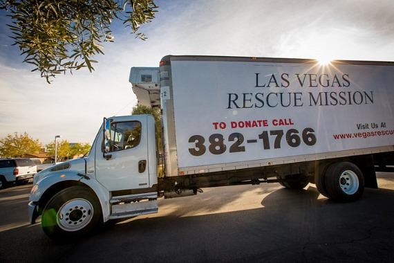 Councilman Barlow and Las Vegas Rescue Mission team up to feed families