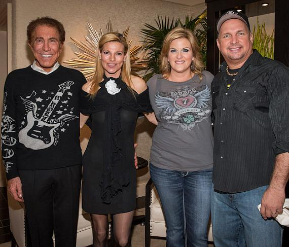 Steve Wynn, Andrea Wynn, Trisha Yearwood and Garth Brooks