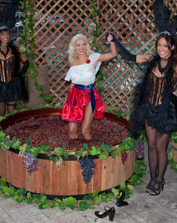 Holly Madison and Lucy impersonator at 2009 Georges DuBoeuf Beaujolais Nouveau celebration
