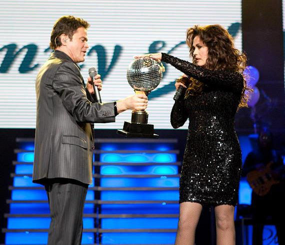 Donny shows Dancing With The Stars trophy to sister Marie