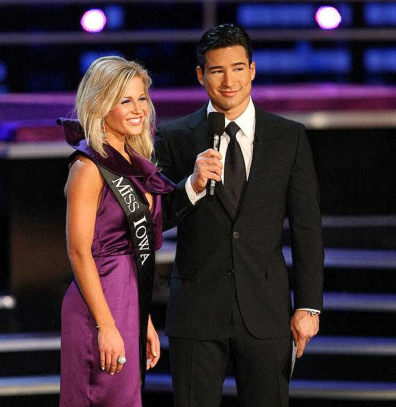 Mario Lopez Hosts 2009 Miss America Pageant