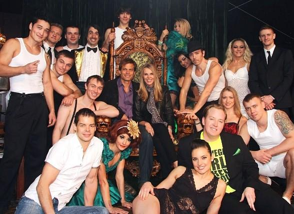 Casper Van Dien and Catherine Oxenberg with cast of Absinthe