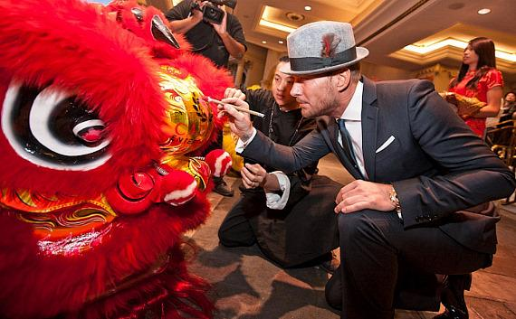Matt Goss paints the eyes of the Dragon at Caesars Palace