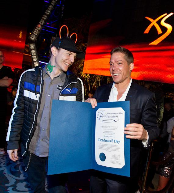 """Jesse Waits presents deadmau5 with official proclamation of """"deadmau5 Day"""""""