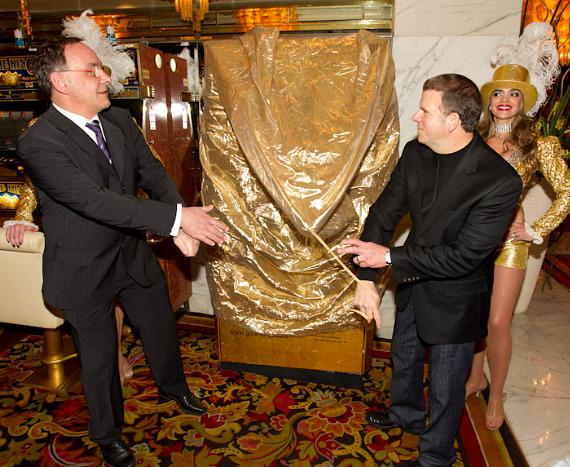 Thomas Geissler and Tilman Fertitta unveil the GOLD to Go ATM