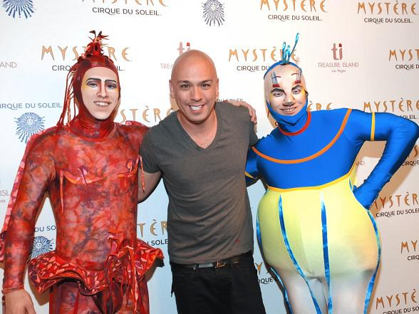 Jo Koy with cast members from Mystère by Cirque du Soleil at Treasure Island Las Vegas  Photo courtesy Karina Nevarez/Cashman Photography
