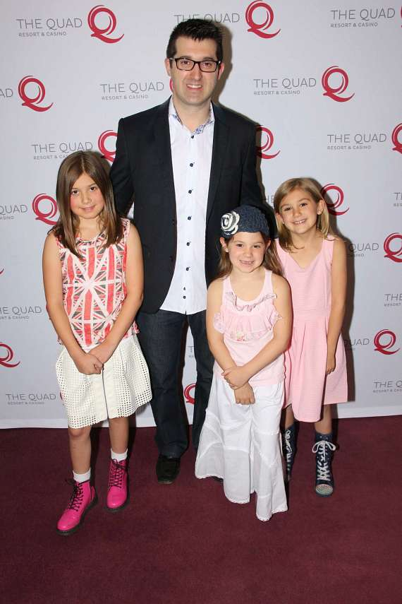 Marc Savard with his daughters
