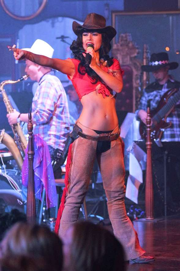 ABSINTHE Star Melody Sweets Hosts Wild Wild West Burlesque Show
