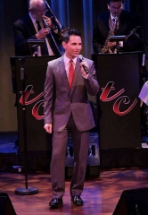 "Jersey Boys Star Travis Cloer Brings ""Christmas at My Place"" to The Smith Center's Cabaret Jazz"