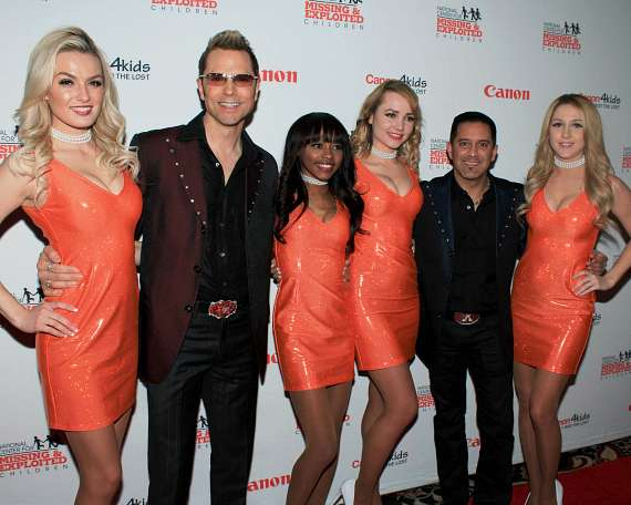 "Jarrett & Raja, Magicians on ""Shark Tank"" with Hooters Girls"