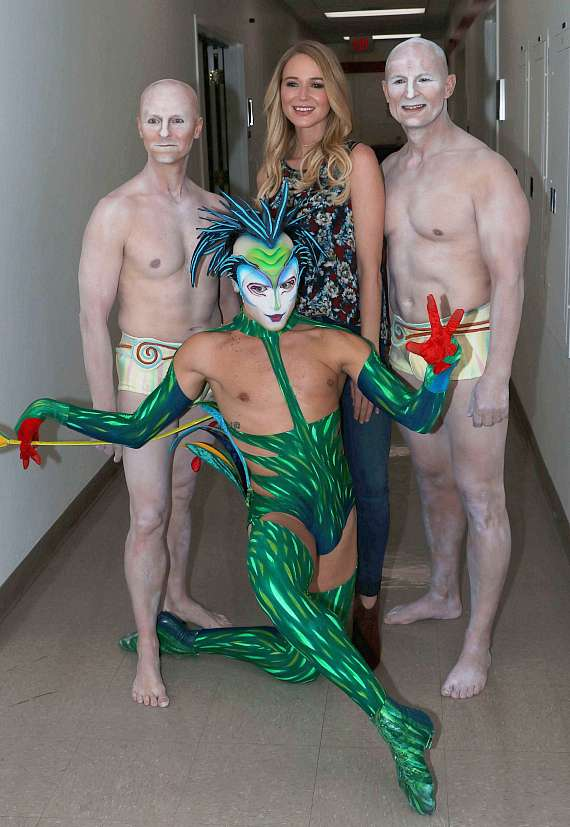 Jewel with Cirque du Soleil performers