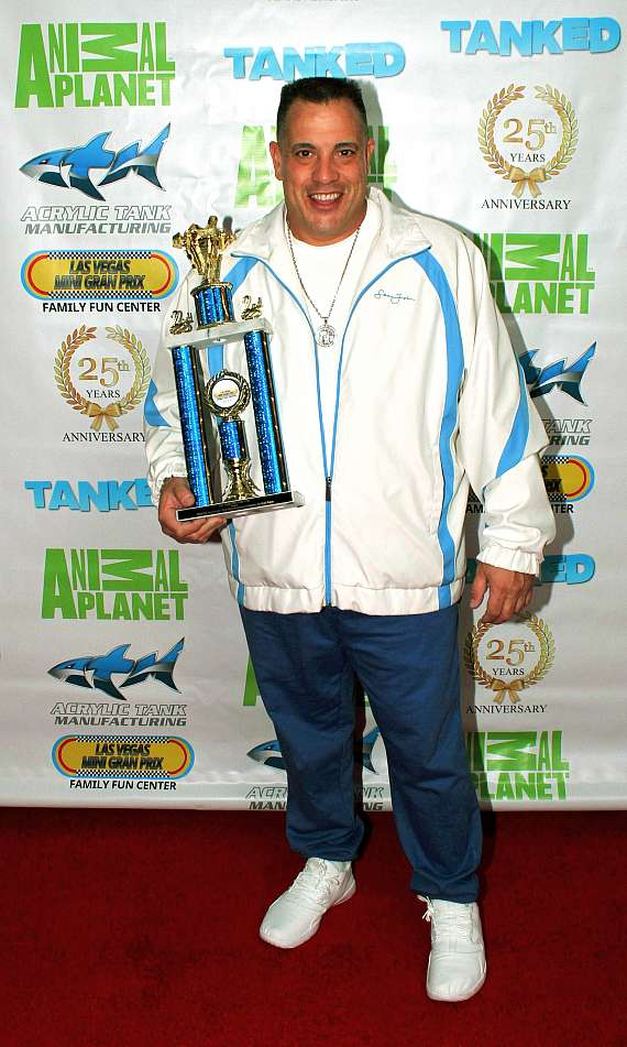 """""""Tanked"""" star Wayde King with trophy"""