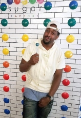 Jaleel White (Urkel) Visits Sugar Factory American Brasserie Las Vegas at Fashion Show