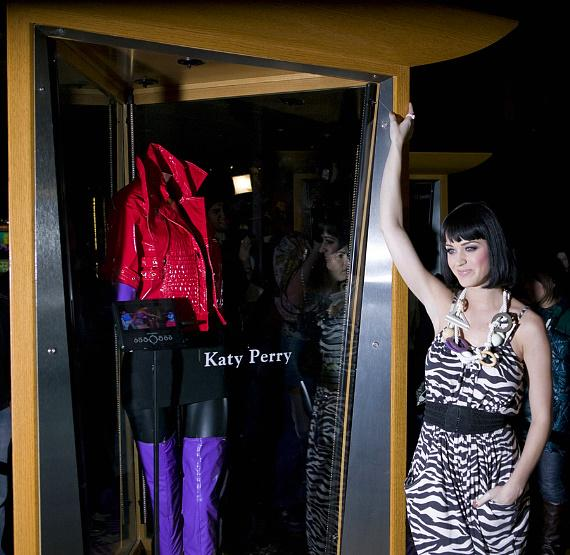 """Katy Perry with a special case dedication displaying her outfit from the video of """"Hot N Cold"""""""