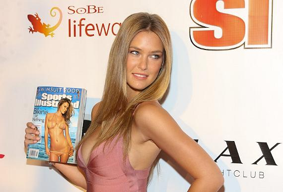 2009 Sports Illustrated Swimsuit Edition cover girl Bar Refaeli at LAX in ...