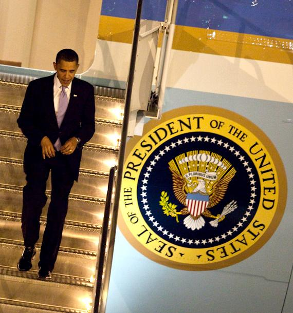President Obama arrives at McCarran Airport in Las Vegas