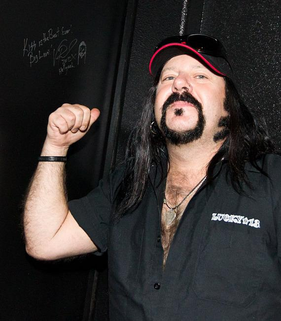 Vinnie Paul signs the Wall of Rock at KISS by Monster Mini Golf
