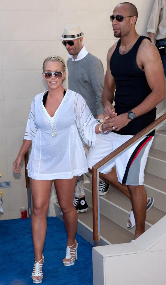 Kendra and Hank Baskett with Holly Madison at WET REPUBLIC: The Arrivals