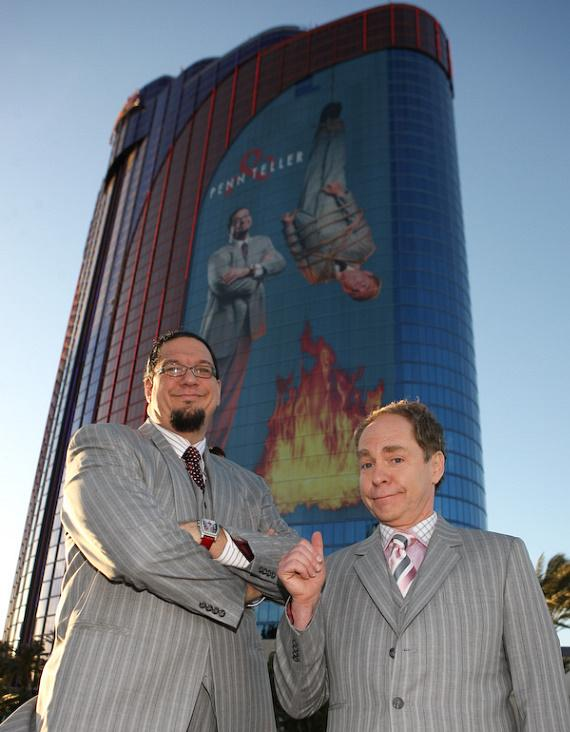 Penn & Teller debut new building wrap sign on the Rio All-Suite Hotel & Casino