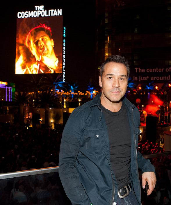 Jeremy Piven attends Mumford &amp; Sons concert at The Boulevard Pool