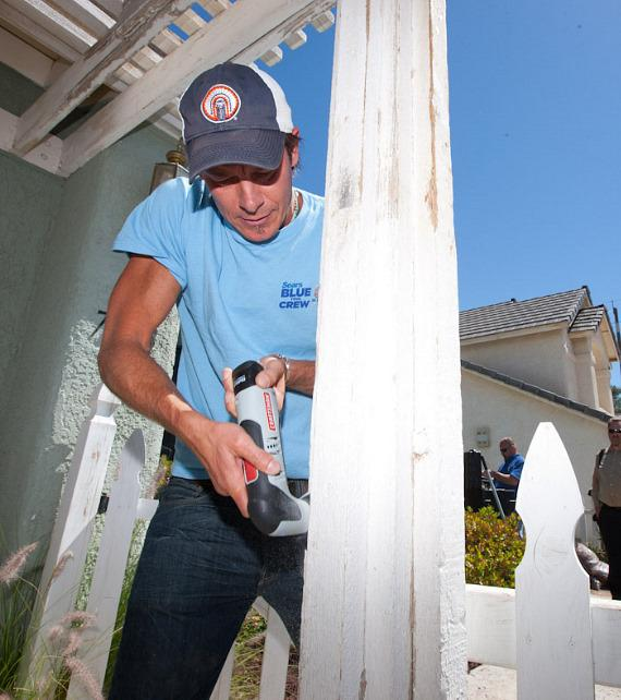 Ty Pennington helps a family in Las Vegas