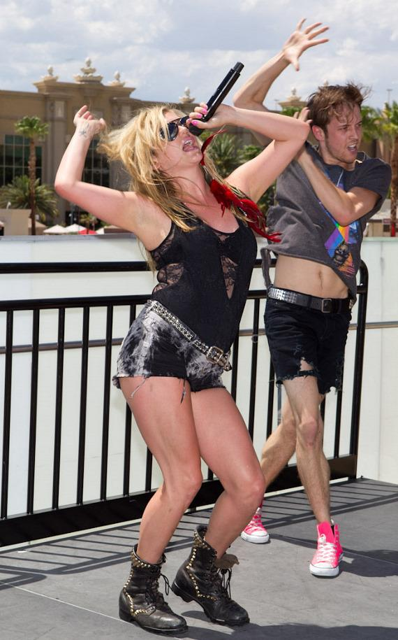 Ke$ha performs at Moorea Beach Club at Mandalay Bay