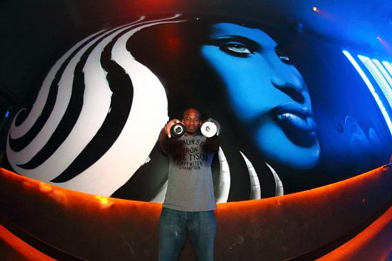 """King Ruck of """"Ink Master Rivals"""" with Mural"""