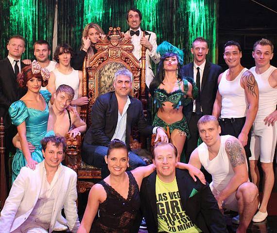 American Idol winner Taylor Hicks with cast of ABSINTHE