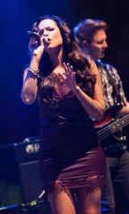 Jordan Mitchell Performs at Brooklyn Bowl Las Vegas at The LINQ