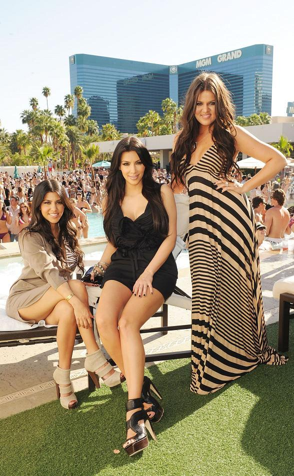Kim and Khloe Kardashian Throw a Birthday Bash for Kourtney at Wet Republic