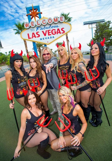 "Vince Neil Visits ""Welcome to Fabulous Las Vegas"" as Mötley Crüe Returns to The Joint"