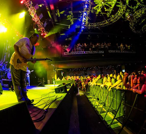 boog performs a sold out show at brooklyn bowl las vegas at the linq