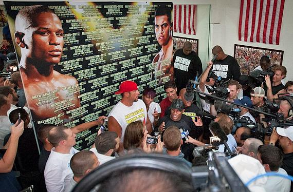 Floyd Mayweather Jr. meets the Press in Las Vegas