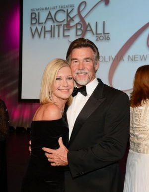 Photo Gallery: Nevada Ballet Theatre Honors Olivia Newton-John at 32nd Annual Black & White Ball
