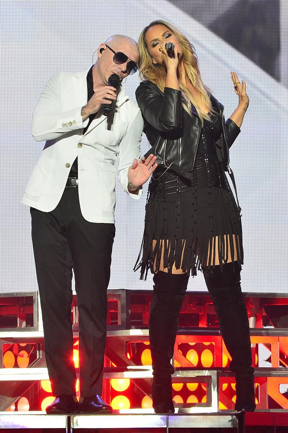 Leona Lewis Performs with Pitbull at