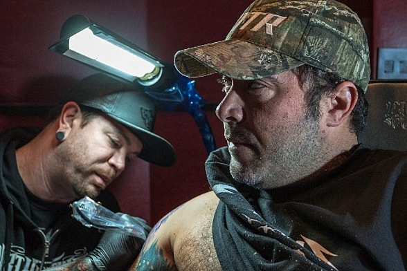 Aaron Lewis Gets a Tattoo at Hart & Huntington Tattoo Co.