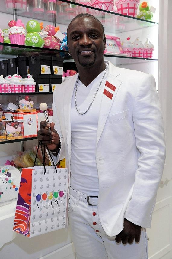 Akon posing with a Couture Pop