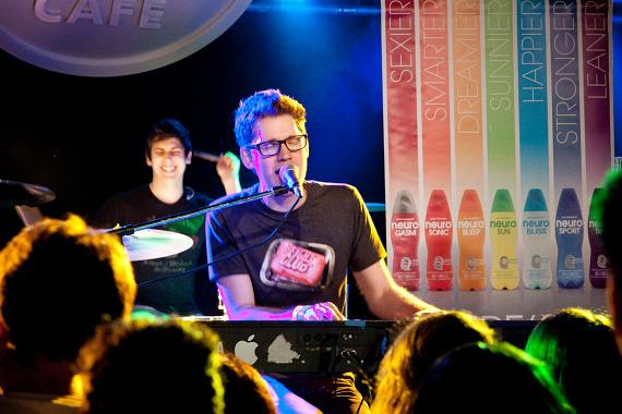 Alex Goot performing LIVE in Las Vegas for DigiTour 2012