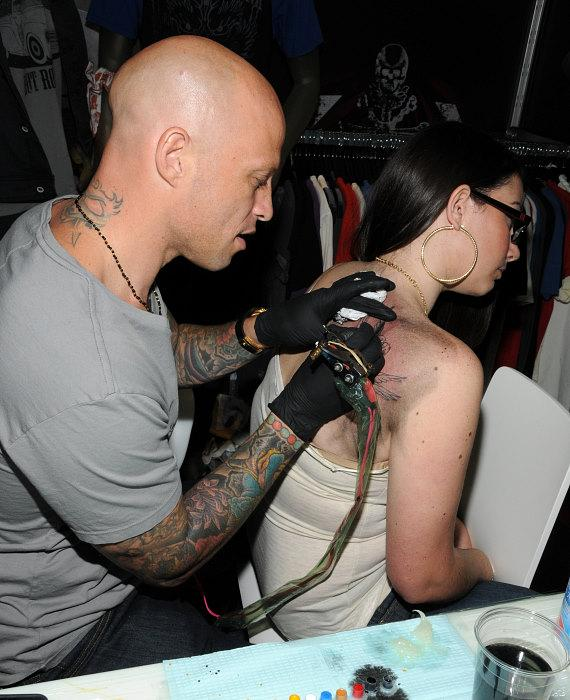 Ami James adds color to the tattoo