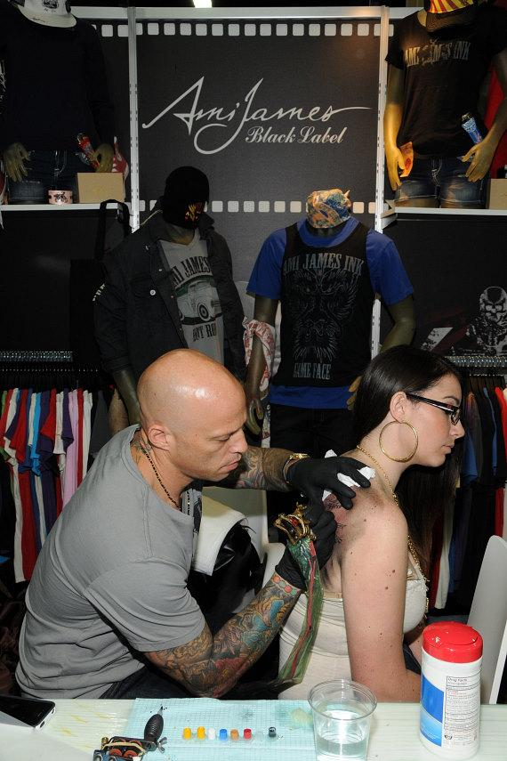 Ami James inks the outline of the tattoo