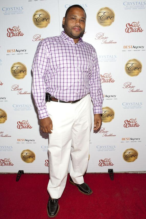 Anthony Anderson arrives at the red carpet at Eve Nightclub at Crystals CityCenter