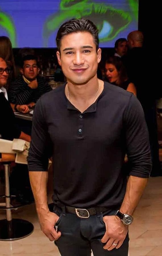 Mario Lopez and Andreas