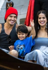 Antonio Sabàto Jr. and Cheryl Moana Marie take a Romantic Gondola Ride at The Venetian Las Vegas